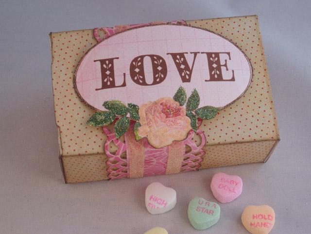 Linda_Neff_Xyron_Art_Glitter_Valentine_box_photo