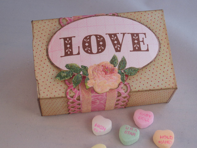 Linda_Neff_Xyron_Art_Glitter_Valentine_box_photo