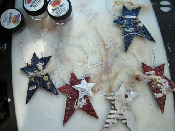 Xyron_Glittered_Ornaments_Linda_Neff_tutorial_Photo_6